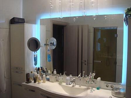 Купить зеркало с подсветкой в ванную комнату