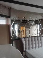 Зеркальное панно на стену в спальне