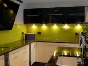 Стеклянный фартук для кухни с подсветкой
