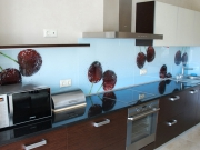 Стеклянный фартук на кухню с фотопечатью