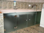 Стеклянные дверцы для ванной на заказ