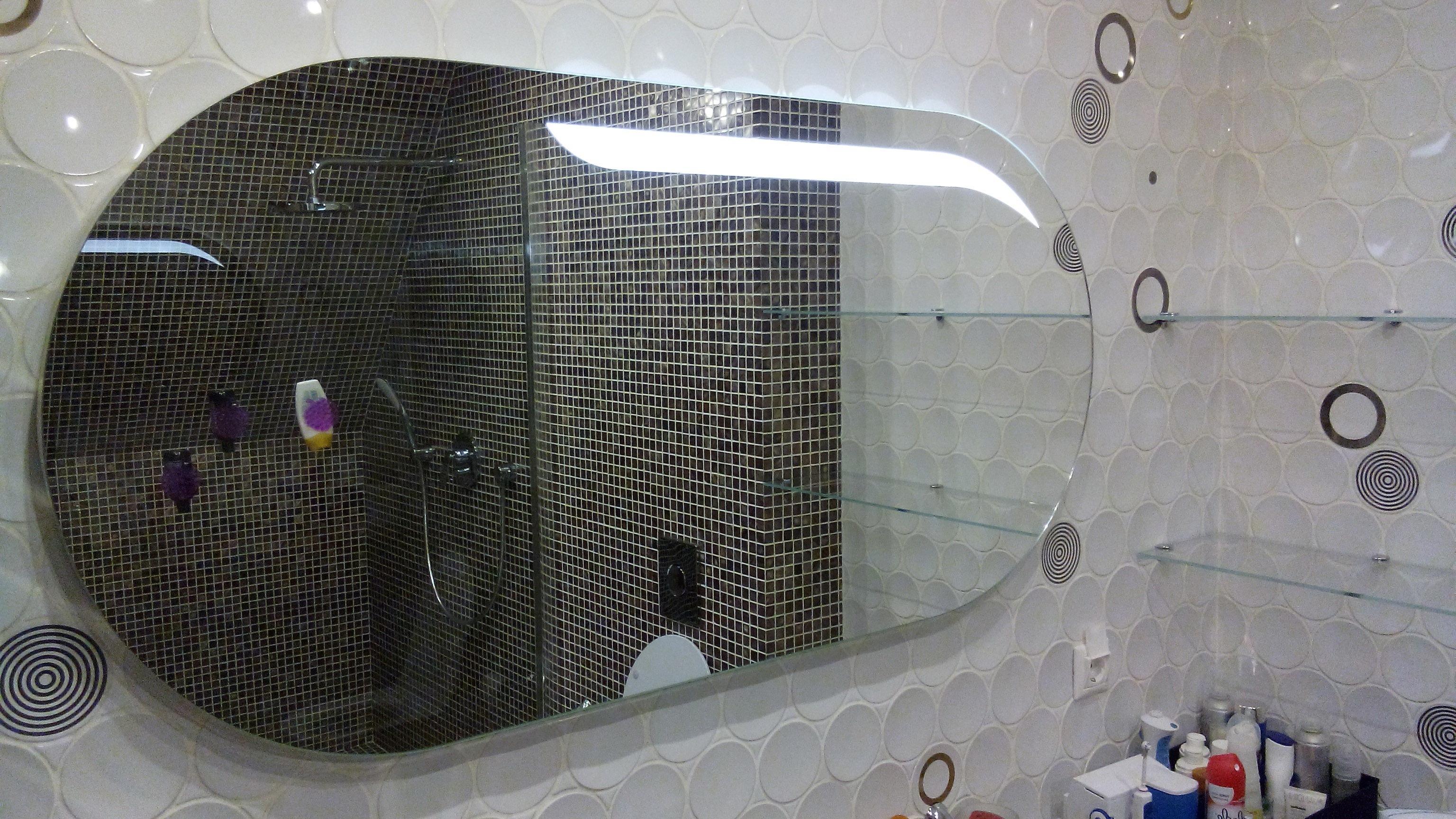 Овальное зеркало с подсветкой для ванной