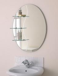 Овальное зеркало с полочками в ванную