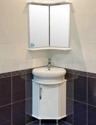 Угловое зеркало в ванную комнату